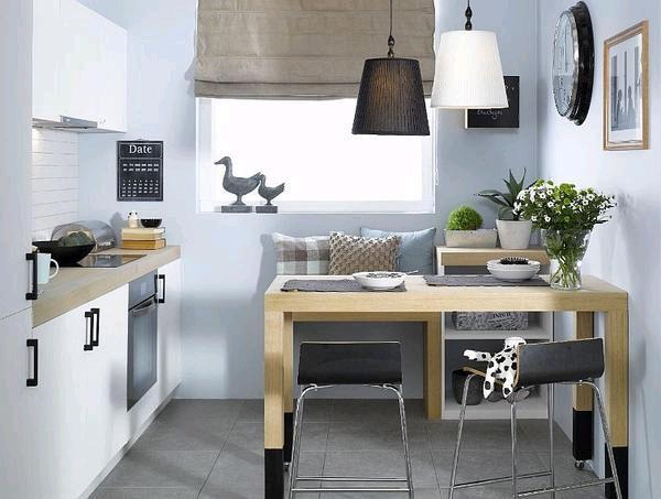 Современные шторы на маленькой кухне