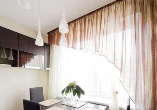 Современные шторы на маленькой кухне2