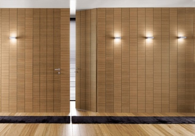 Скрытая дверь из дерева
