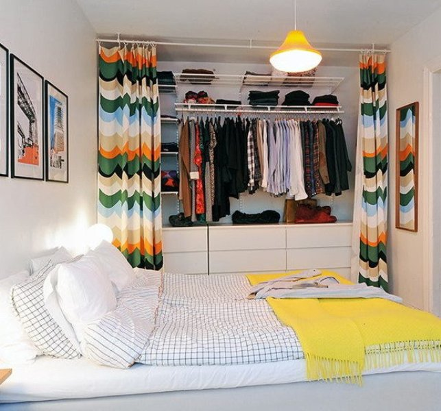 гардероб в интерьере спальни