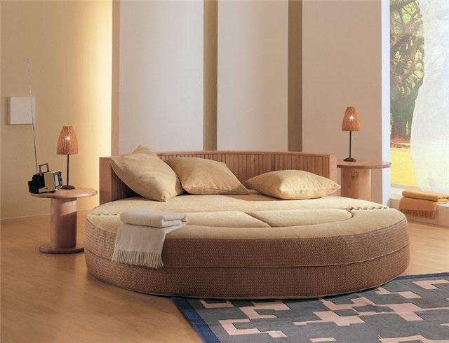 круглая кровать в спальне3