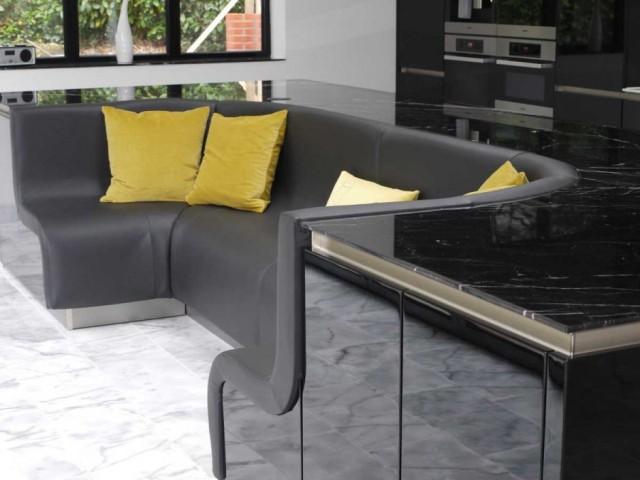 кухонный остров со встроенным диваном1