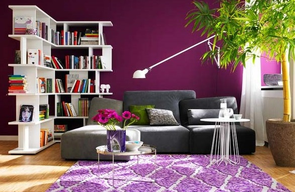 лавандовый цвет в интерьере гостиной