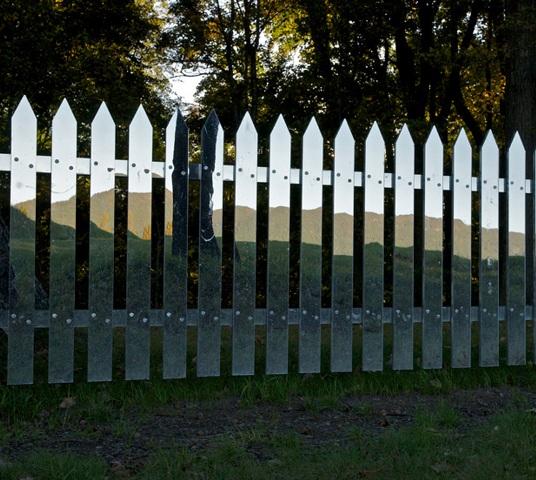 зеркальный штакетный забор_3